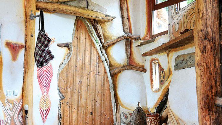 Savremen život u kolibi iz neolita